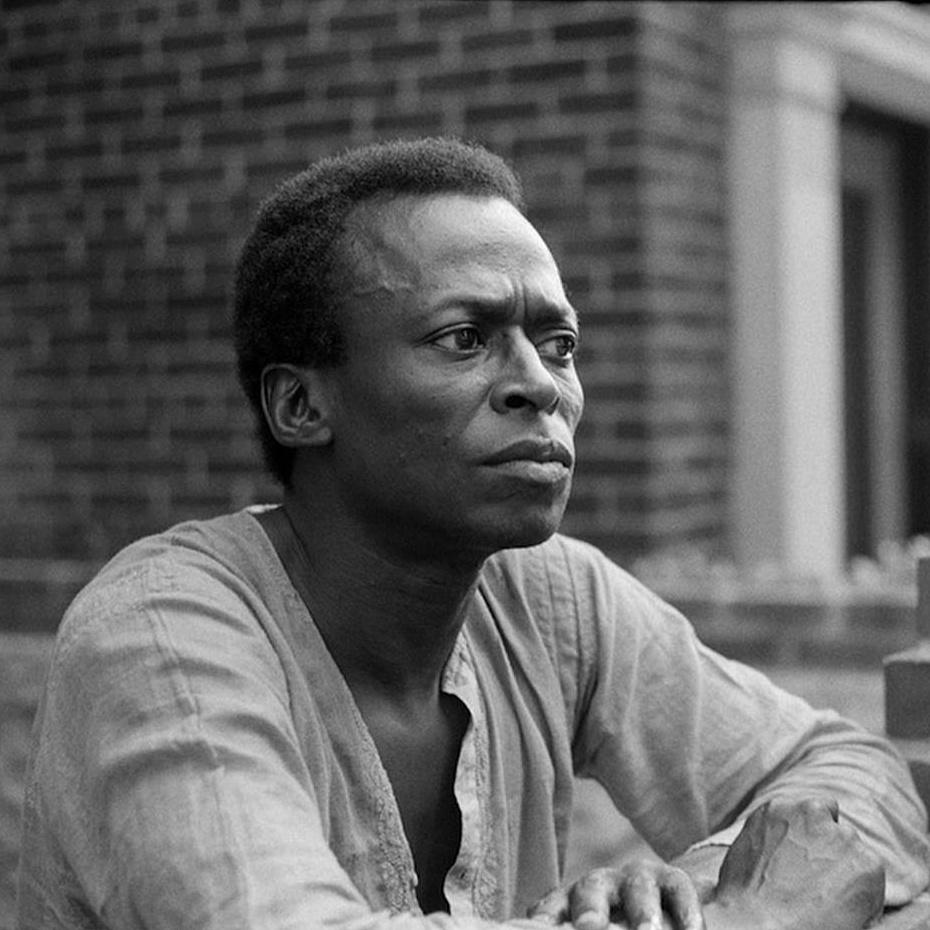 Hogy lépett túl Miles Davis a jazzen?